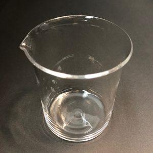 Quartz-Low-Form-Griffin-Beaker-With-Pour-Out